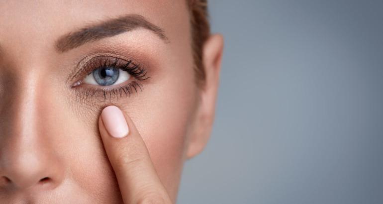 Czy można zrobić zabieg laserowy w okolicy oka?